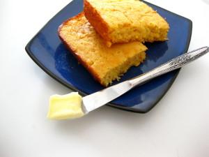 Simple, moist cornbread!